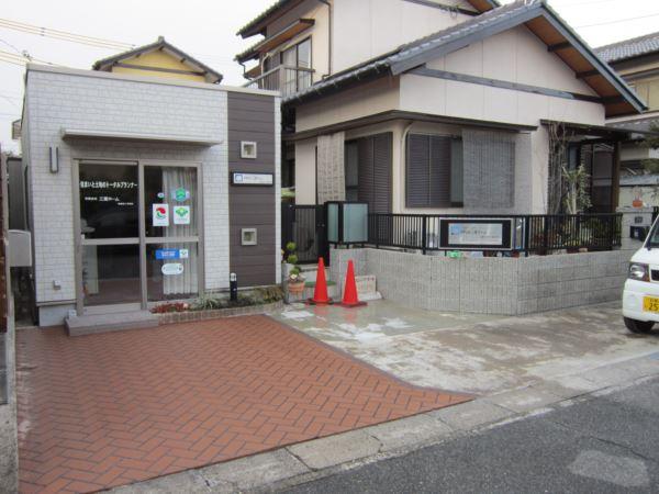 解体工事が不要で、最短2日で施工が可能。駐車場の土間コンリニューアル事例
