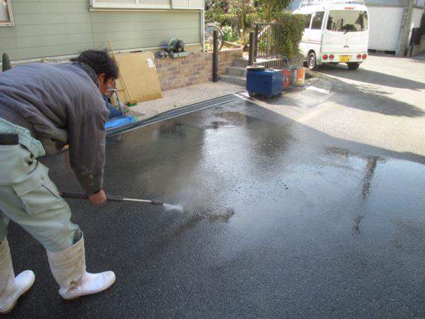 外まわりのクリーニング作業、業務用高圧洗浄機を使った工事事例