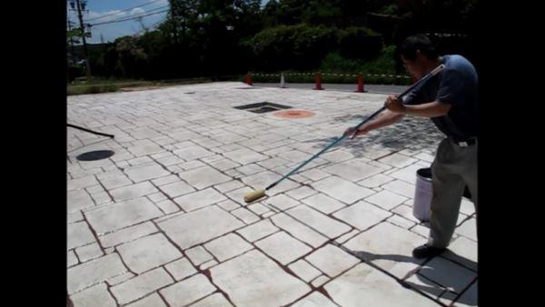 コンクリート表面に保護剤を塗布。動画事例
