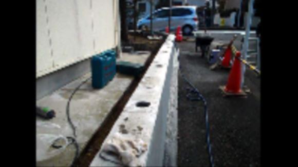 コンクリート塀に、深さ180㎜・直径80㎜の穴をあける