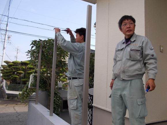 交通量の多い場所での、プライバシーも考慮した、目隠しフェンスでの施工事例