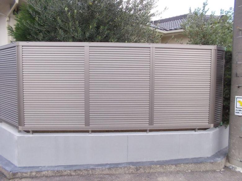 完全目隠しフェンス、通風タイプでスッキリした施工事例、さらば生垣さんに植栽くん