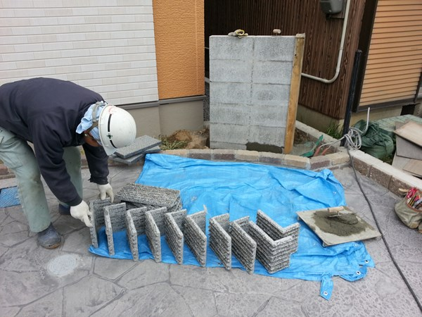 外構で使う石材、自然石・天然石を張り付ける施工事例