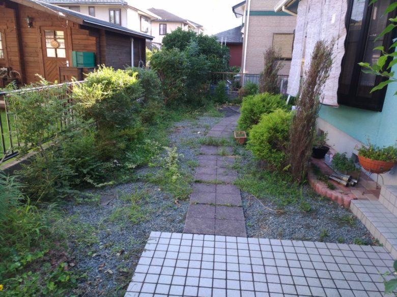 スタンプコンクリートの施工事例を更新いたしました。草むしり対策での実例です。