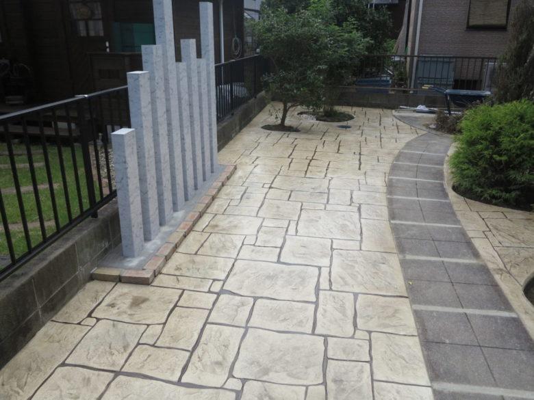 草ボーボーでの工事事例、さらば草むしり。スタンプコンクリートでお庭のリフォーム