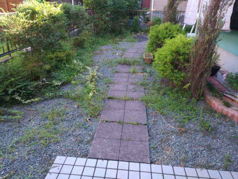草むしり・雑草対策での施工事例、スタンプコンクリートでお庭のリフォーム