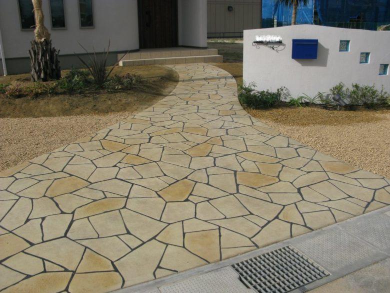 低価格・低費用でも豪華にできる実例集を無料進呈中、外構工事の土間コンクリート選びに是非ともお役立て下さい