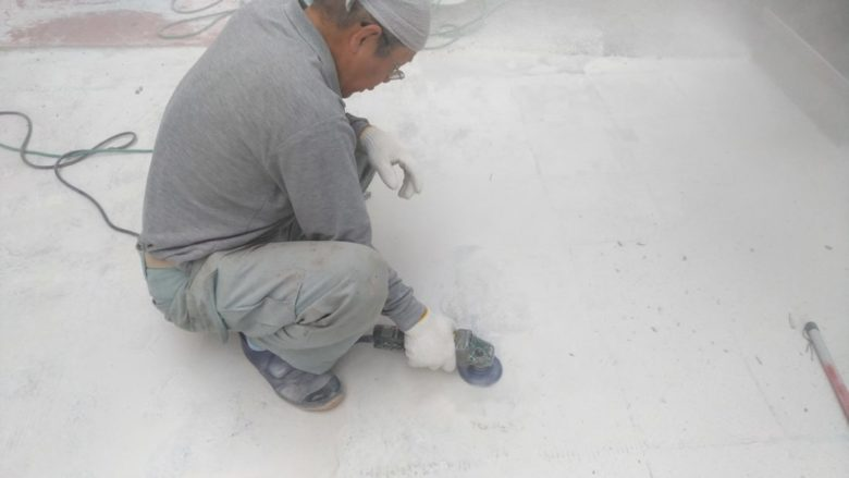 お店の玄関先での外装床タイル300角張替え工事事例