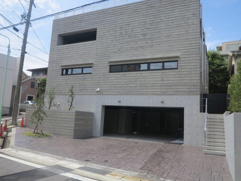 土間コンクリートなのに低価格でデザイン可能なスタンプコンクリートとは? 鉄筋コンクリート造の邸宅施工事例
