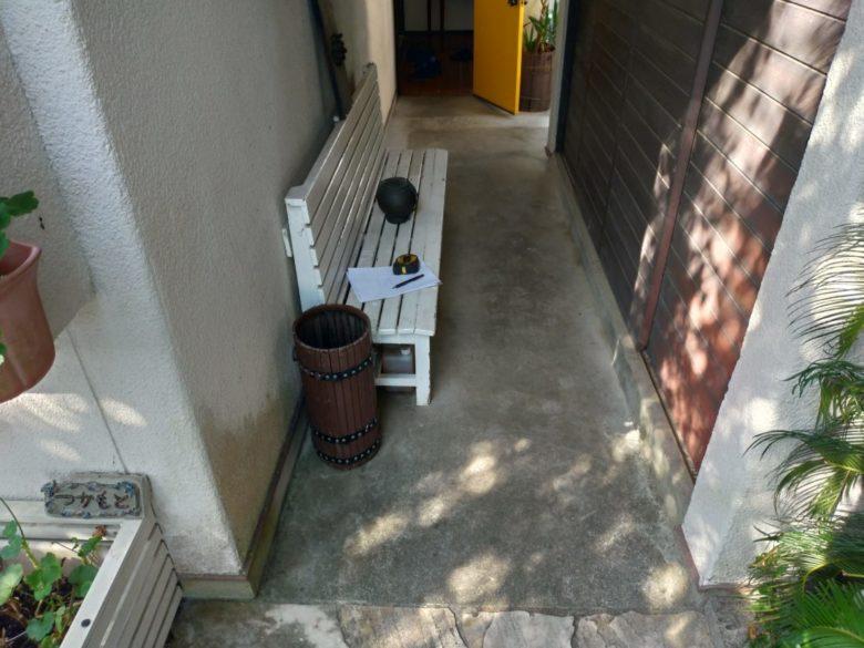 ガス配管・宅内下水工事の為に発生した、継ぎ接ぎの土間コンクリートを綺麗におしゃれにした施工事例