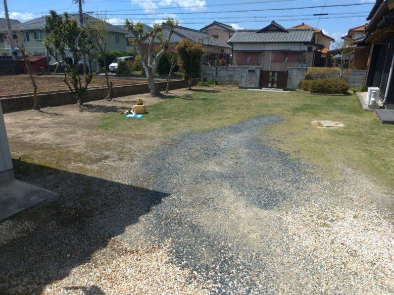 駐車場 コンクリート 芝生