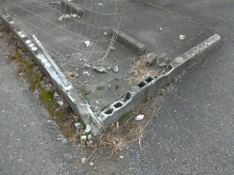 「車がぶつかり、フェンスが倒れました」自動車物損事故による損害復旧施工事例