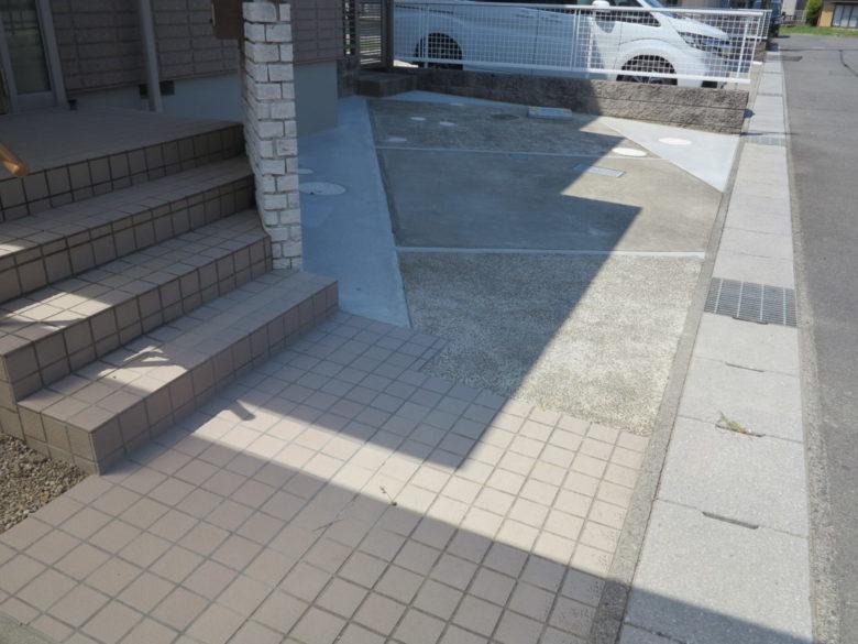 乗用車1台用しか駐車出来なかった駐車場を、2台駐車出来る様にした工事事例を追加しました