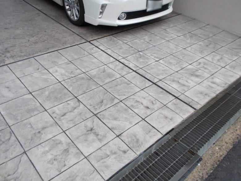 駐車場拡張工事、2台用カーポートにおしゃれな石畳の土間コンクリート