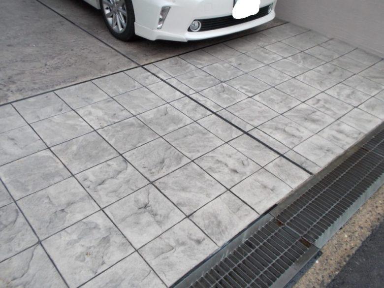 2台用カーポートにおしゃれな石畳の土間コンクリート