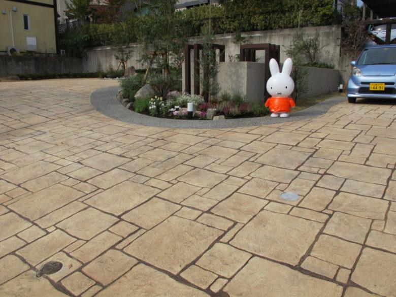 おしゃれな舗装材でカッコいい土間のコンクリート、駐車場・庭・玄関アプローチ