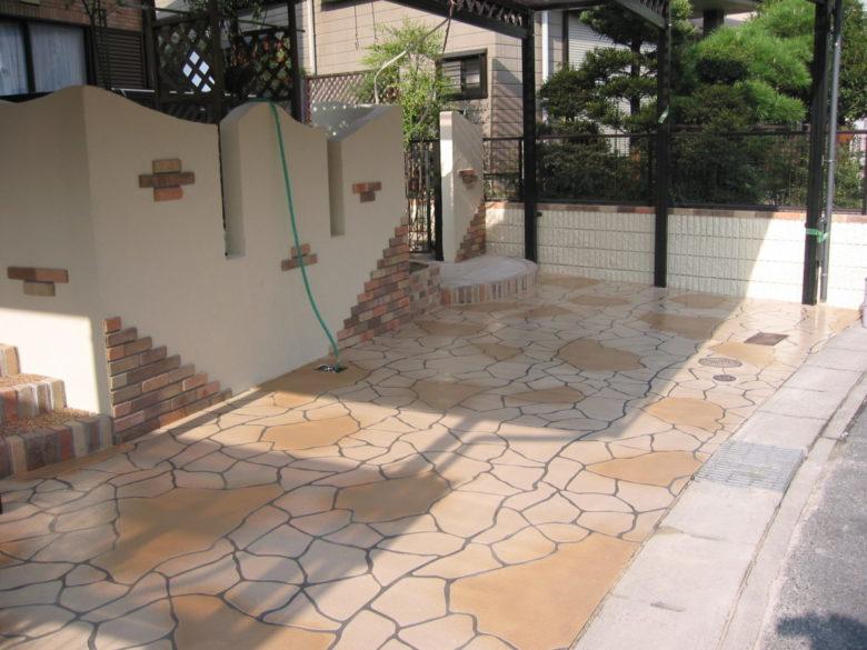 土間コンクリート仕上げ、さっぱりキレイにリニューアル工法、店舗兼駐車場での施工事例