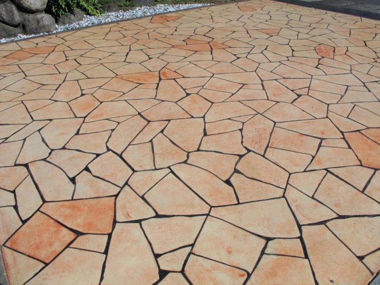 おしゃれな土間のコンクリート、敷地に入る車路・進入路での施工事例