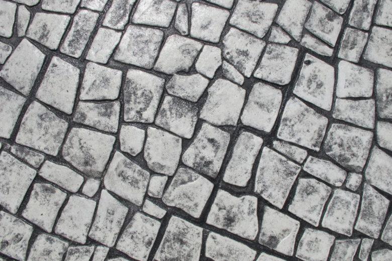 ぜーんぶコンクリートで固めた、可愛い小粒模様の石畳が可能な土間のコンクリート実例